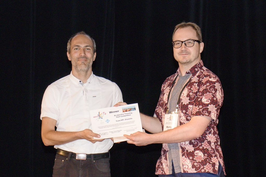 Prof. Friedrich accepting the 1st prize of the Bi-objective Traveling Thief Competition.