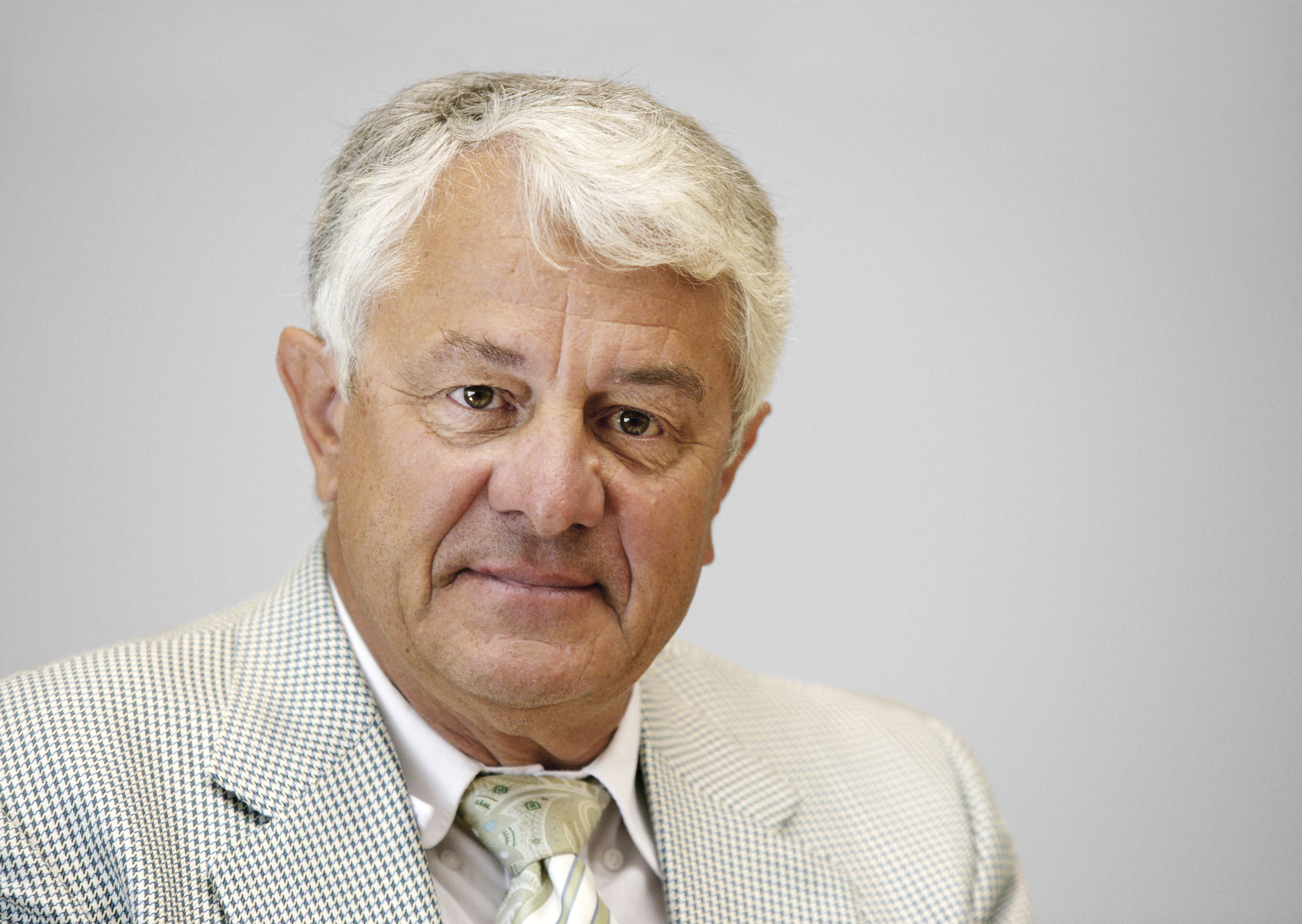 The 73-year old son of father (?) and mother(?), 176 cm tall Hasso Plattner in 2017 photo