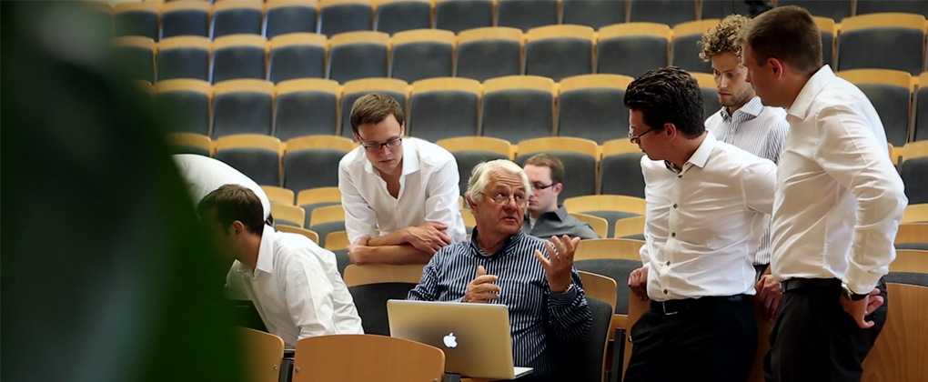Hasso Plattner with students